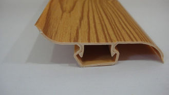 ประเทศจีน Dust Proof 80% PVC Skirting Board Covers Profile With Wood Grain Pattern โรงงาน