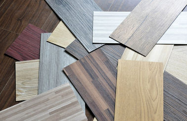 "ประเทศจีน Waterproof Wood Grain PVC Floor Tiles No - Wax 9""X48"" Installed With Glue โรงงาน"